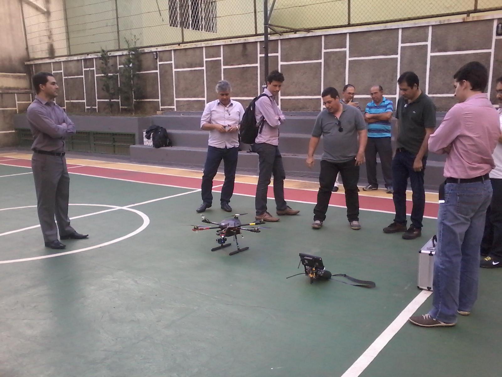 Aula prática conduzida pelo Prof. Daniel e o piloto Luciano Martins da Drone Minas (nossa parceira tecnológica).